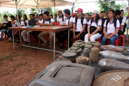 Cambodian Students​​​ Visited the Demining Operation at CMAC